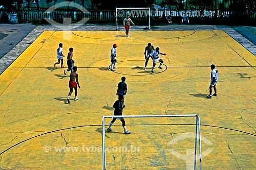 Assunto: Homens Jogando futebol de salão / Local: São Paulo (SP) - Brasil / Data: 1993