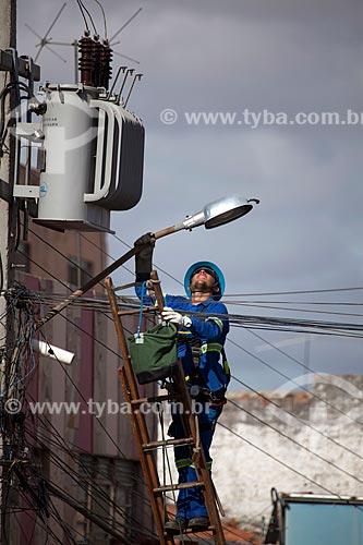 Assunto: Manutenção de iluminação pública na Rua Enock Ignacio de Oliveira / Local: Serra Talhada - Pernambuco (PE) - Brasil / Data: 01/2013