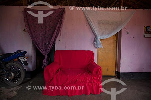 Assunto: Sofá no interior de casa em área rural / Local: Flores - Pernambuco (PE) - Brasil / Data: 01/2013