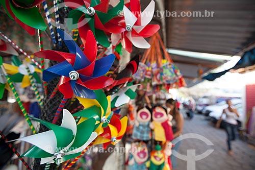 Assunto: Artesanto - catavento - à venda na Feira de Caruaru Compositor Onildo Almeida / Local: Caruaru - Pernambuco (PE) - Brasil / Data: 01/2013