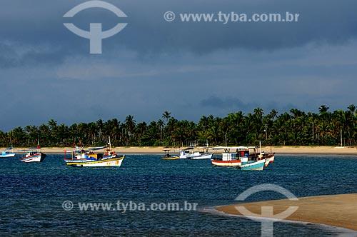 Assunto: Barcos de pesca em praia de Corumbau / Local: Prado - Bahia (BA) - Brasil / Data: 01/2013