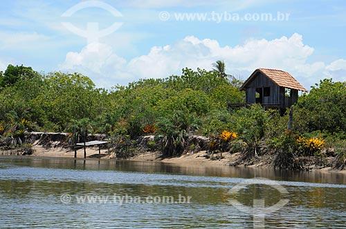 Assunto: Casa de madeira na beira do Rio Corumbau / Local: Porto Seguro - Bahia (BA) - Brasil / Data: 01/2013