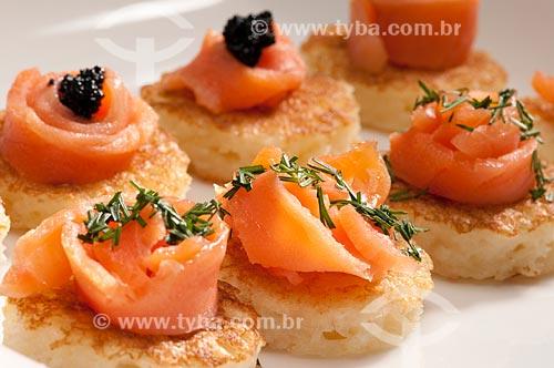 Assunto: Aperitivo - canapés de salmão com alecrim e caviar / Local:  / Data: 05/2009