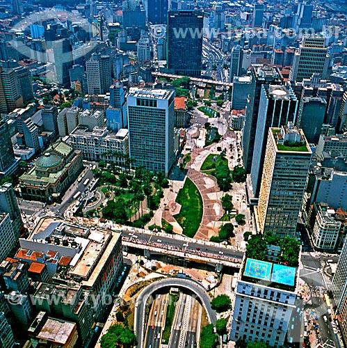 Assunto: Vista do Viaduto do Chá e praça Ramos de Azevedo no Vale do Anhangabaú / Local: São Paulo (SP) - Brasil / Data: 1995
