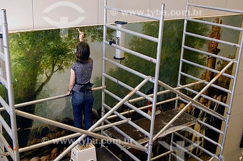 Assunto: Restauradora trabalhando no Museu Histórico de Amsterdam / Local: Amsterdam - Holanda - Europa / Data: 05/2012
