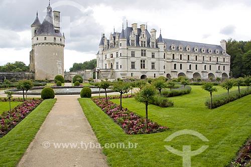 Assunto: Vista do Château de Chenonceau (Castelo de Chenonceau) - também conhecido como Castelo das Sete Damas - a partir do Jardim de Catherine de Médicis / Local: Indre-et-Loire - França - Europa / Data: 06/2012