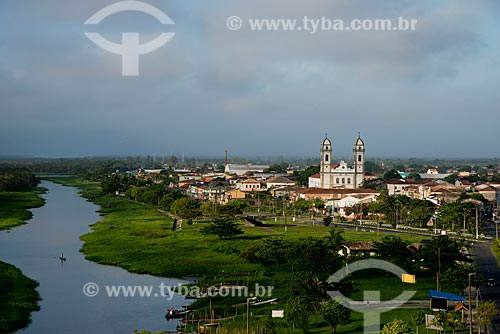 Assunto: Vista Basílica do Senhor Bom Jesus de Iguape com canal do Valo Grande ao fundo / Local: Iguape - São Paulo (SP) - Brasil / Data: 11/2012