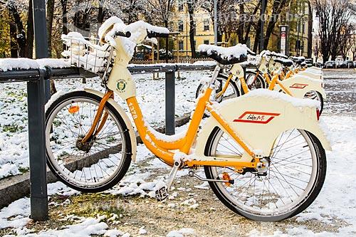 Assunto: Bicicleta coberta de neve / Local: Milão - Província de Milão - Itália - Europa / Data: 12/2012
