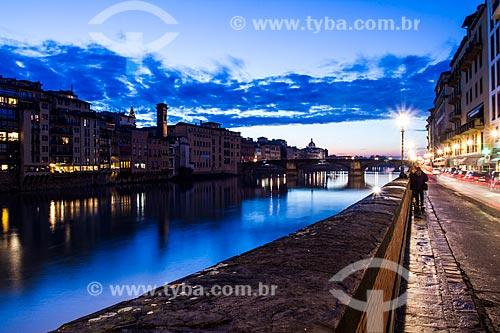 Assunto: Rio Arno e Ponte Santa Trinita ao fundo / Local: Florença - Itália - Europa / Data: 12/2012