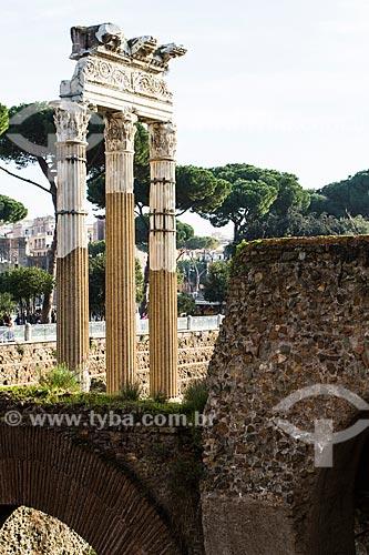 Assunto: Colunas do Templo de Vênus Genetrix no Fórum de César, construído entre os séculos I a.C. e II d.C. / Local: Roma - Itália - Europa / Data: 12/2012