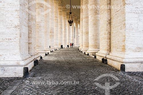 Assunto: Colunas do Palácio Apostólico também conhecido como Palácio Papal / Local: Cidade do Vaticano - Roma - Itália - Europa / Data: 12/2012
