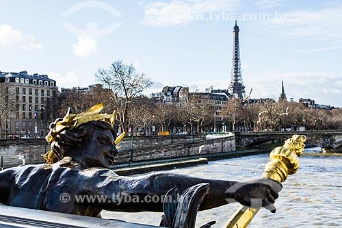 Assunto: Rio Sena visto da Pont Alexandre III (Ponte Alexandre III) com a Torre Eiffel ao fundo / Local: Paris - França - Europa / Data: 01/2013