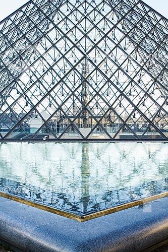 Assunto: Pirâmide do Louvre (1989) / Local: Paris - França - Europa / Data: 01/2013