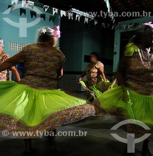 Assunto: Grupo de dança da terceira idade dançando o Cacuriá / Local: Alto Alegre do Pindaré - Maranhão (MA) - Brasil / Data: 07/2008