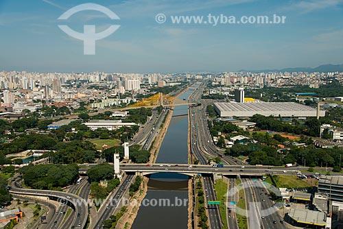 Assunto: Marginal Tietê - Via Professor Simão Faiguenboim - com a Ponte das Bandeiras e a Ponte Governador Orestes Quércia ao fundo / Local: São Paulo (SP) - Brasil / Data: 02/2013