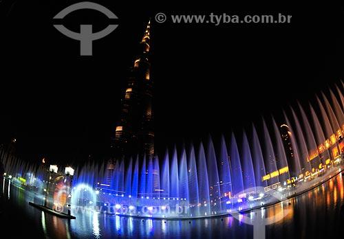 Assunto: Iluminação da fonte no Lago Burj Khalifa / Local: Dubai - Emirados Árabes Unidos - Ásia / Data: 10/2012