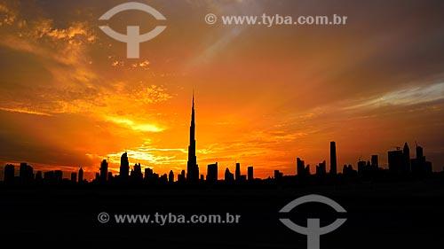 Assunto: Prédios comerciais e edifício Burj Khalifa ao centro / Local: Dubai - Emirados Árabes Unidos - Ásia / Data: 10/2012