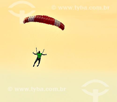 Assunto: Paraquedista durante o Campeonato Mundial de Paraquedismo 2012   / Local: Dubai Marina - Dubai - Emirados Árabes Unidos - Ásia / Data: 12/2012