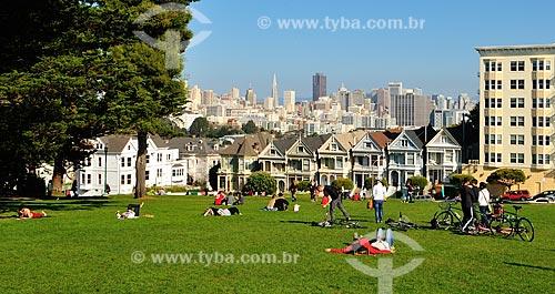 Assunto: Vista do gramado do Parque Alamo e casas (Painted Ladies) na Rua Steiner (Steiner Street) / Local: São Francisco - Califórnia - Estados Unidos da América - EUA / Data: 02/2013