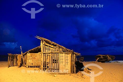Assunto: Casa utilizada por pescadores para guardar o material de pesca na Praia de Pitimbu / Local: Pitimbu - Paraíba (PB) - Brasil / Data: 01/2013