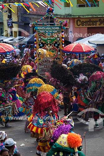 Assunto: Caboclos de lança em apresentação de Maracatu Rural - também conhecido como Maracatu de Baque Solto (Maracatu Leão Tucano) / Local: Nazaré da Mata - Pernambuco (PE) - Brasil / Data: 02/2013