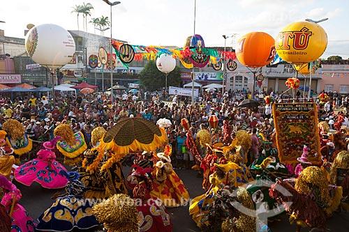 Assunto: Caboclos de lança em apresentação de Maracatu Rural - também conhecido como Maracatu de Baque Solto (Maracatu Leão Mimoso de Upatininga) / Local: Nazaré da Mata - Pernambuco (PE) - Brasil / Data: 02/2013