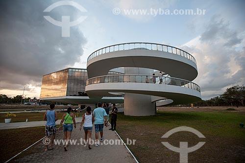 Assunto: Turistas na rampa de acesso à Torre Mirante da Estação Cabo Branco (2008) - também conhecida como Estação Ciência, Cultura e Artes / Local: João Pessoa - Paraíba (PB) - Brasil / Data: 02/2013