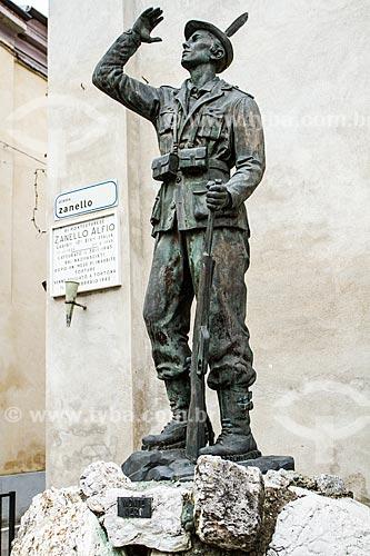 Assunto: Estátua de Alfio Zanello, herói local da Segunda Guerra Mundial em Pontestura, cidade na região do Piemonte / Local: Pontestura - Província de Alexandria - Itália - Europa / Data: 12/2012