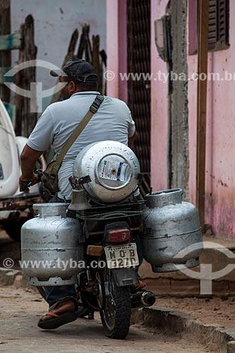 Assunto: Motocicleta utilizada para entrega de botijões de gás na cidade de Alagoa Grande - cidade natal do compositor Jackson do Pandeiro / Local: Alagoa Grande - Paraíba (PB) - Brasil / Data: 02/2013