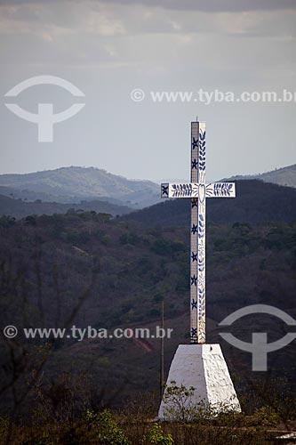 Assunto: Cruzeiro no caminho para o Memorial Frei Damião (2004) - também conhecido como Santuário de Frei Damião / Local: Guarabira - Paraíba (PB) - Brasil / Data: 02/2013