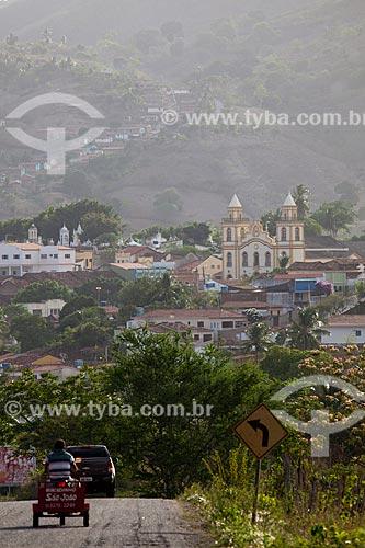 Vista da cidade de Alagoa Grande - cidade natal do compositor Jackson do Pandeiro - a partir da Rodovia PB-079 com Igreja de Nossa Senhora da Boa Viagem (1868) à direita   - Alagoa Grande - Paraíba - Brasil