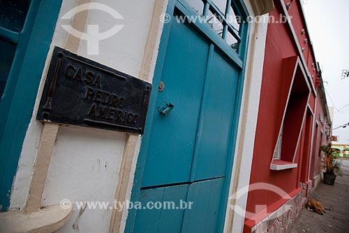 Assunto: Detalhe da placa na entrada da Casa Museu Pedro Américo na rua Pedro Américo, 66 - casa onde nasceu o escritor, filósofo e pintor Pedro Américo de Figueiredo e Melo / Local: Areia - Paraíba (PB) - Brasil / Data: 02/2013