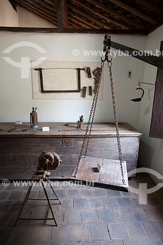 Assunto: Balança tipo travessão e outros objetos em exposição no Museu do Brejo Paraibano - também conhecido como Museu da Rapadura - da Universidade Federal da Paraíba / Local: Areia - Paraíba (PB) - Brasil / Data: 02/2013