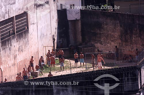 Assunto: Presos no pátio do Presídio Evaristo de Moraes conhecido como Galpão da Quinta / Local: São Cristovão - Rio de Janeiro (RJ) - Brasil / Data: 04/2010