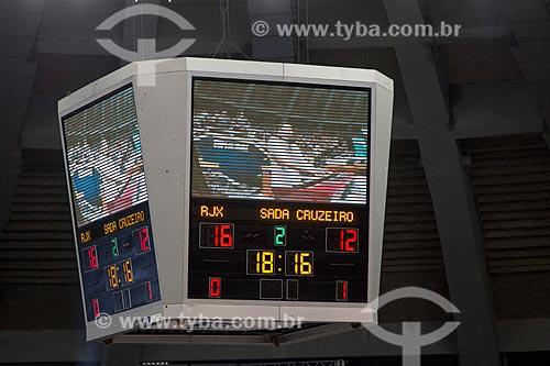 Telão com o placar do jogo entre RJX x Sada Cruzeiro - jogo final da Superliga Masculina de Vôlei temporada 2012/13 no Ginásio Gilberto Cardoso (1954) - também conhecido como Maracanãzinho   - Rio de Janeiro - Rio de Janeiro - Brasil