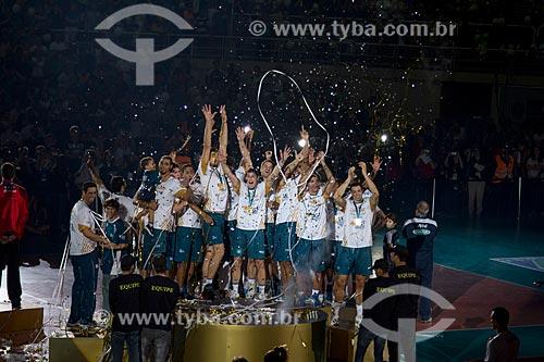 Assunto: Jogadores do RJX comemoram o título na Superliga Masculina de Vôlei temporada 2012/13 no Ginásio Gilberto Cardoso (1954) - também conhecido como Maracanãzinho / Local: Maracanã - Rio de Janeiro (RJ) - Brasil / Data: 04/2013