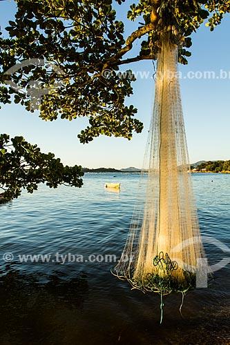 Assunto: Rede de pesca secando ao sol na Praia do Ribeirão da Ilha / Local: Florianópolis - Santa Catarina (SC) - Brasil / Data: 04/2013