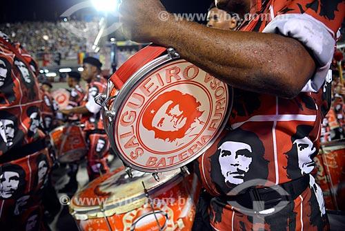 Assunto: Desfile do Grêmio Recreativo Escola de Samba Acadêmicos do Salgueiro - Bateria com instrumentos com o desenho de Che Guevara - Enredo 2013 - Fama / Local: Rio de Janeiro (RJ) - Brasil / Data: 02/2013