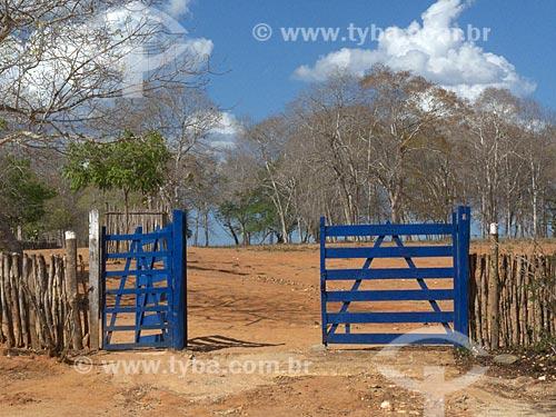 Assunto: Porteira da Fazenda Não me Deixes - que pertenceu a Rachel de Queiroz / Local: Daniel de Queiróz - Quixadá - Ceará (CE) - Brasil / Data: 04/2013