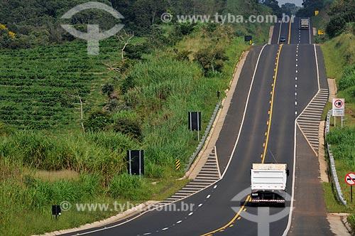 Assunto: Caminhões na Rodovia Engenheiro Ronan Rocha (SP-345) / Local: Franca - São Paulo (SP) - Brasil / Data: 03/2013