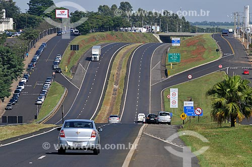 Assunto: Carros na Rodovia Engenheiro Ronan Rocha (SP-345) / Local: Franca - São Paulo (SP) - Brasil / Data: 03/2013