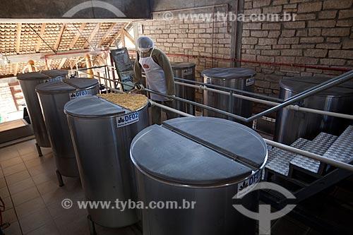 Assunto: Processo de fermentação da cana-de-açúcar para a produção de cachaça no Alambique Flor do Vale / Local: Canela - Rio Grande do Sul (RS) - Brasil / Data: 04/2013