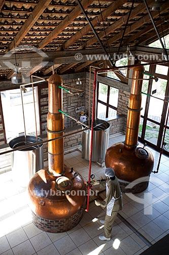 Assunto: Processo de destilação da cana-de-açúcar para a produção de cachaça no Alambique Flor do Vale / Local: Canela - Rio Grande do Sul (RS) - Brasil / Data: 04/2013