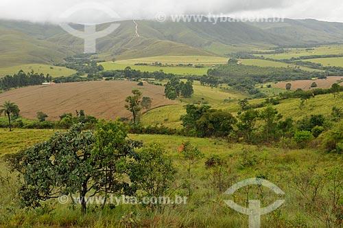 Assunto: Zona rural em São João Batista do Glória com a Serra da Canastra ao fundo / Local: São João Batista do Glória - Minas Gerais (MG) - Brasil / Data: 03/2013