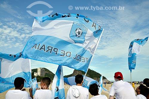 Assunto: Torcida e bandeiras do Racing - time de futebol de praia - na Praia do Leme / Local: Leme - Rio de Janeiro (RJ) - Brasil / Data: 12/2012