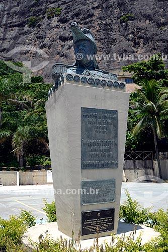 Assunto: Busto da Luis Alves de Lima e Silva (1803 - 1880) - Duque de Caxias - no Forte Duque de Caxias - também conhecido como Forte do Leme / Local: Leme - Rio de Janeiro (RJ) - Brasil / Data: 02/2013