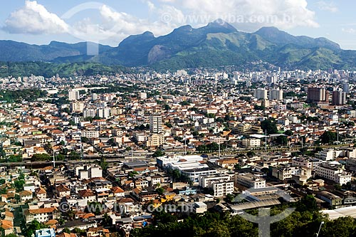 Assunto: Vista da Linha amarela e bairro de Higienópolis com Maciço da Tijuca ao fundo / Local: Rio de Janeiro (RJ) - Brasil / Data: 20/03