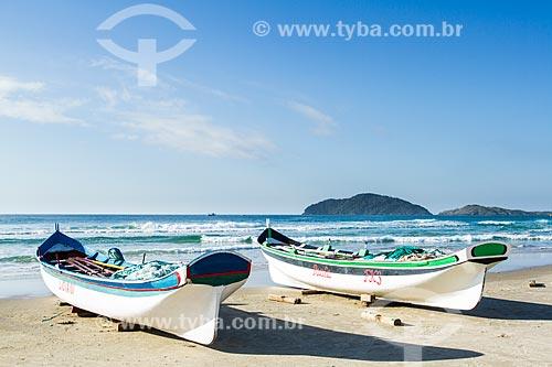 Assunto: Barcos de pesca na areia na Praia do Santinho / Local: Florianópolis - Santa Catarina (SC) - Brasil / Data: 06/2013