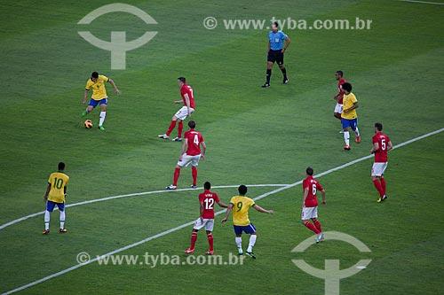 Chute de Hernanes que resultou no rebote para o gol de Fred no jogo amistoso entre Brasil x Inglaterra no Maracanã  - Rio de Janeiro - Rio de Janeiro - Brasil