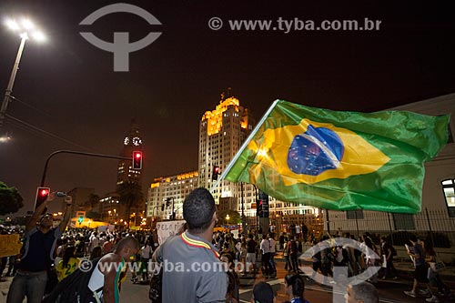 Assunto: Manifestação do Movimento Passe Livre na Avenida Presidente Vargas com o Palácio Duque de Caxias (1941) e a torre do relógio da Central do Brasil ao fundo / Local: Centro - Rio de Janeiro (RJ) - Brasil / Data: 06/2013